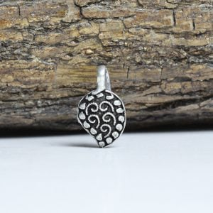 Silver Oxidised Clip On Nose Pin – Mango On Wooden Log