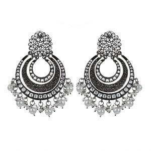 Kundan Pearl Chandbali Black Metal Earrings Lifestyle Image
