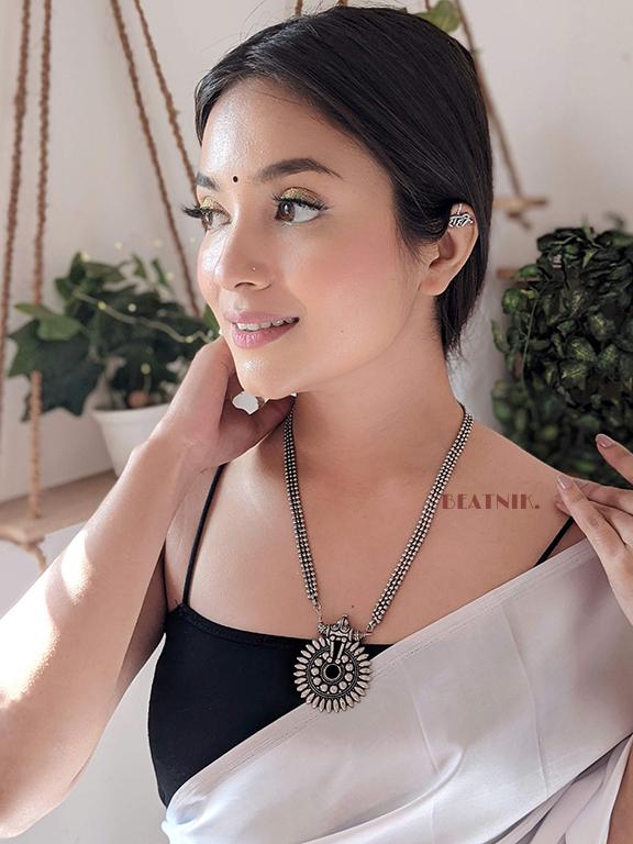 Raahi Ear Cuff/Clip-on Lifestyle Image