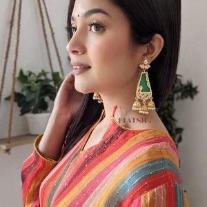 traditional-kundan-royal-jhumki-hanging-earrings-green Lifestyle Image