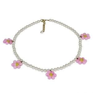 Hand-beaded Minimal Statement Flower Motif Necklace - Daisy Main Image